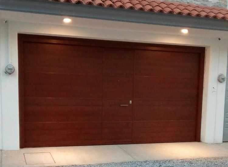 Puertas autom ticas instalaci n automatizaci n y - Puertas para cocheras electricas ...